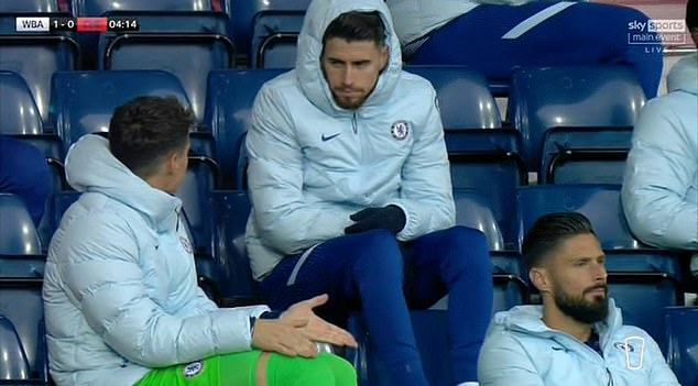 Chelsea fans claim axed Spanish goalkeeper was criticising Willy Caballero for his role in first-half horror show at West Brom - Bóng Đá