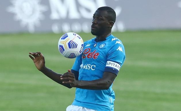 Liverpool is looking to sign Napoli centre-back Kalidou Koulibaly - Bóng Đá