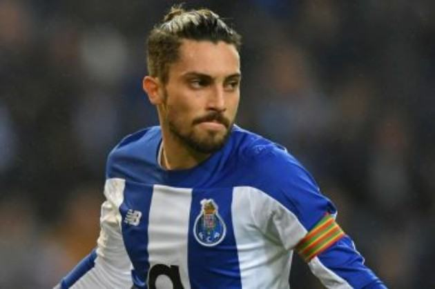 Man Utd trying to seal Alex Telles transfer on cheap for £12m from Porto with defender 'convinced' deal will be reached - Bóng Đá