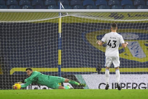 Petr Cech lashes out at VAR penalty rules and suggests new law - Bóng Đá