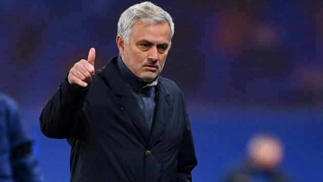 Jose Mourinho insists Tottenham could not match wages on offer to Willian - Bóng Đá