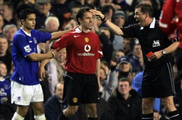 Neville admits Everton fans 'digged him in the ribs' when he fell into Goodison crowd - Bóng Đá