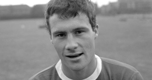 Phil Chisnall: Last player to transfer between Manchester United and Liverpool dies aged 78 - Bóng Đá