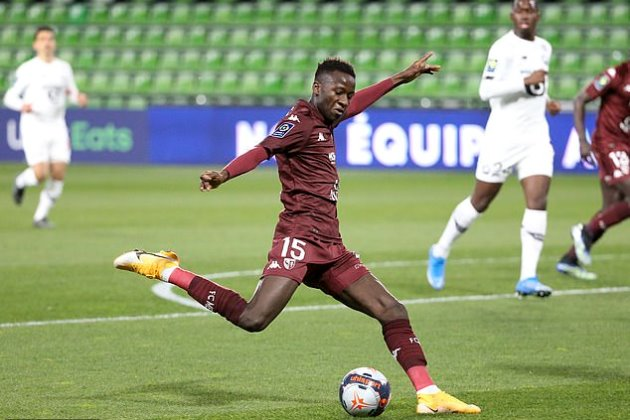 Manchester United 'interested in signing highly-rated Metz midfielder Pape Sarr - Bóng Đá